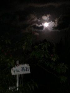 きれいな満月の日でした。夜空の撮影は難しいな…